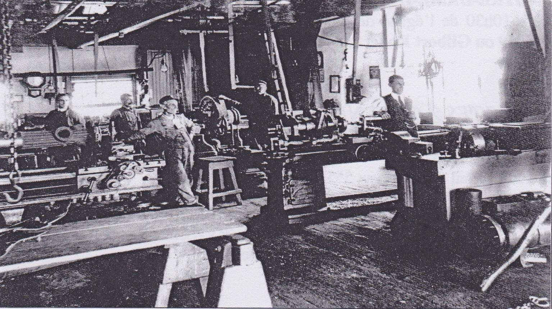 Une usine de charbon de bois for Interieur usine